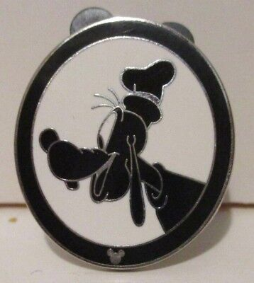 Disney 2008 Hidden Mickey Trading Pin Oval Silhouette Goofy Black & White