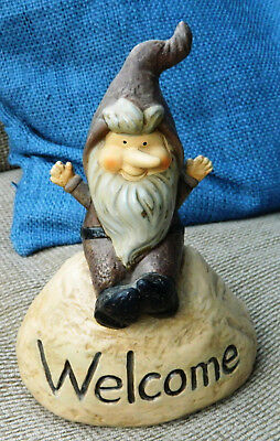 WELCOME GARDEN GNOME Made By GANZ ER1121 8.5 INCH TALL POLY STONE