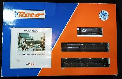Roco 43026 H0 KPEV Berlin Stadtbahn train set loco + 3 x paired coaches and book