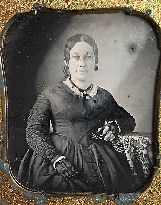 1/6 Plate Daguerreotype - Woman Holding A Very Rare Cdv Drawer Style Mop Case