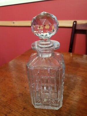 Square cut whisky/spirit Glass Decanter in good condition