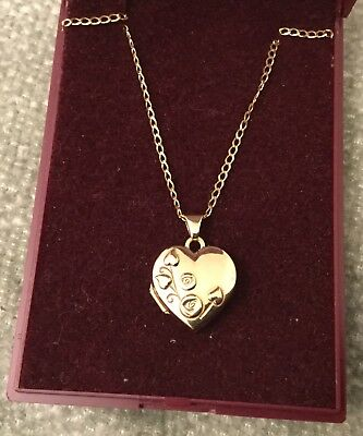 9ct.GOLD (Hallmarked) Heart Shaped Locket & Chain (New without Tags) For AUCTION