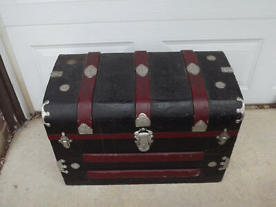"""Antique Steamer Trunk 28"""" x 16"""" x 19"""" Wood And Metal"""