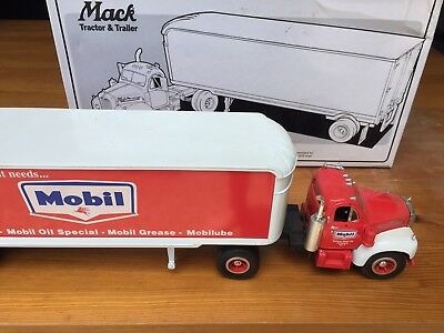 Mobil Oil Pegasus Tin Red Horse Metal Model Mack Truck 1960 B-61 First Gear 1.34