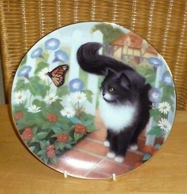 AMERICAN ARTISTS BLACK & WHITE CAT PLATE ; GUINEVERE by SUSAN LEIGH
