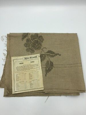 Royal Society ARTS & CRAFTS Mission LINEN Stamped Pattern Table Runner CS