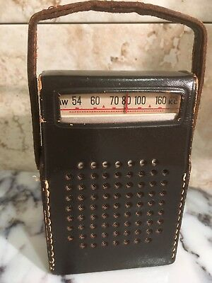 Vintage REALTONE EIGHT TRANSISTOR AM RADIO