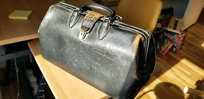 Vintage Leather Doctor Bag   Antique Bags Old Medicine Homa Kruse Medicine