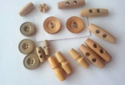 17 Vintage wooden buttons and toggles Job Lot Hobby Craft Art Retro knitting