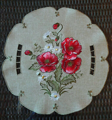 """15""""  SET of TWO Doilies  Embroidered Poppy Red Poppies Flower Daisy Green Doily"""