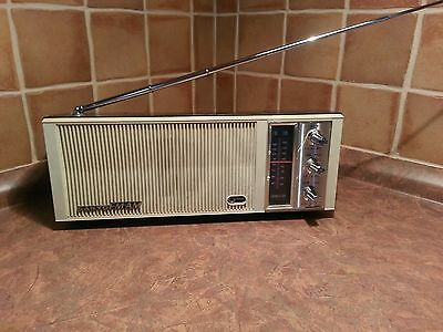 Vintage SANYO RP1250 PORTABLE AM FM RADIO batteries transistor model 9f-405a