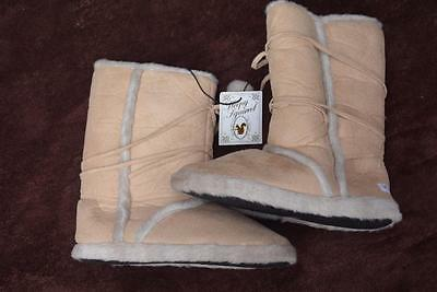 NEW SIZE 9 Sleepy Squirrel Eskimo Boots SH- UGG Boots.RRP$39 99 NATURAL-POM POMS