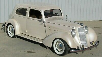1935 Hupmobile Town Sedan Leather 1935 Hupmobile Huppmobile So you're looking for a Hot Rod... She must like it!
