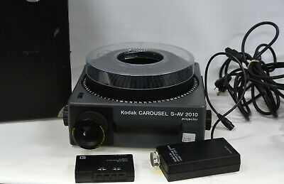 Kodak Carousel S-AV 2010 35mm Slide Projector with IR Remote & Accessories