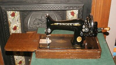 1935 Singer 99k Hand Crank Sewing Machine. Very Good condition. Fully serviced.