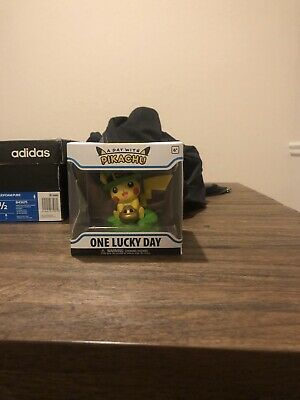 Funko Pokemon Center Exclusive- PIKACHU ONE LUCKY DAY - ***IN HAND- MINT***