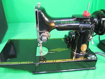 """1961 """"RED S""""  Black Singer 221k Featherweight Vintage & Rare 1 Owner Runs Great!"""