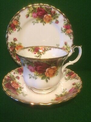 """Royal Albert """" Old Country Roses """" Tea Cup, Saucer & Plate Trio"""