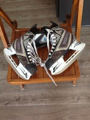 e14b5503020 CCM VECTOR 04 Ice Hockey Skates Youth Size 1 -  39.99