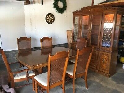 Broyhill Dining Room Set Lighted Hutch Table W Leaf