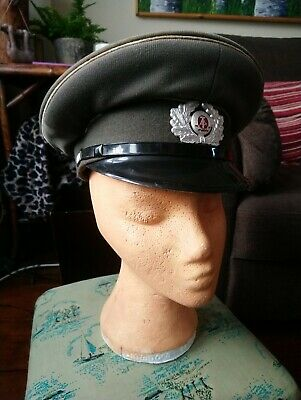 dc3005e1ee934 EAST GERMAN ARMY PEAKED CAP   BADGE (SIZE 57cm) NVA DDR - £6.99 ...