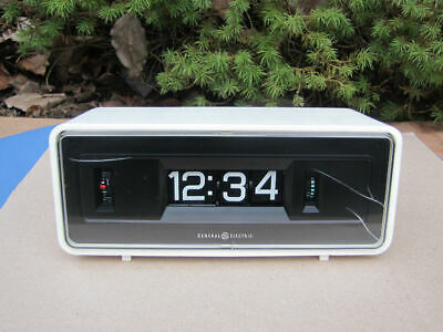 Vintage GE General Electric Flip Panel Alarm Clock Model 8125A