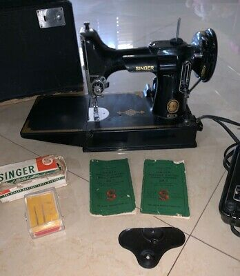Vintage Singer 221-1 Featherweight Sewing Machine With Case / Working Condition