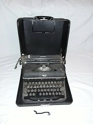 Vintage Portable Royal Quiet Deluxe,Touch control Typewriter Glass Keys, n case