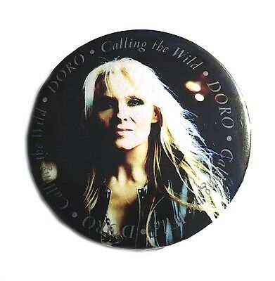 DORO - Calling The Wild - Big Button - Badge Pin - Neu