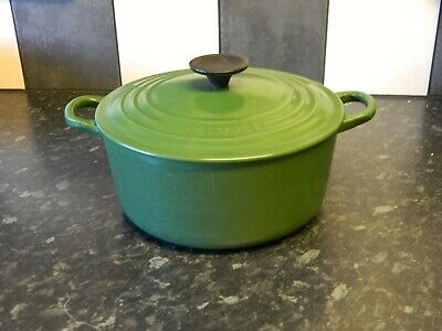le creuset  cast iron casserole dish and lid in green size 22