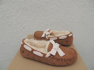 7d188ccaf4c UGG DAKOTA SUNSHINE Perf Suede/ Sheepskin Moccasin Slippers, Us 8/ Eur 39 ~  Nib