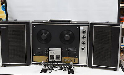 Sanyo MR-939 4 Track Reel to Reel Stereo Tape Recorder with Speakers