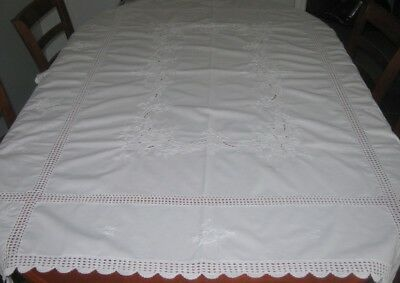 Vintage Embroidered Tablecloth ~ White ~ Cotton & Lace ~ Oblong