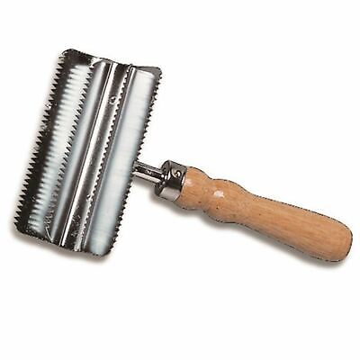 Cottage Craft Equestiran Quality Metal Small Metal Curry Comb With Wooden Handle