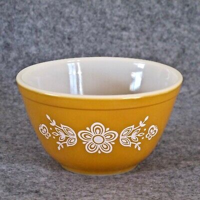 Pyrex USA Vintage 750ml  Mixing Bowl in Butterfly Gold 2 Pattern c.1979