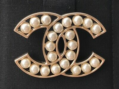 CHANEL 2018 CLASSIC Large Brooch Gold Cc Logo Pearls Pin