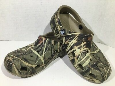 21af0b479e71 CROCS UNISEX SIZE M 6 W 8 Khaki Classic Realtree Clogs Slip On Shoes ...