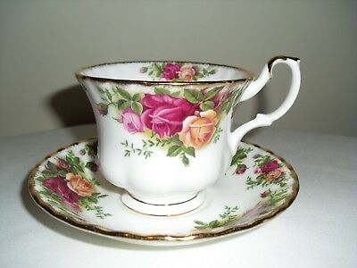 Royal Albert Tea Cup and Saucer, Old Country Roses