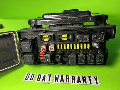 2006 Jeep Commander Cherokee Power Integrated Fuse Junction Relay Box 04692085Ab