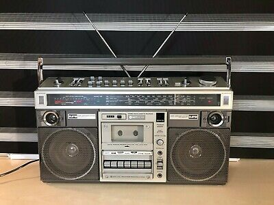 Hitachi TRK-8190E Cassette Player/Recorder/Radio Ghettoblaster, Boombox