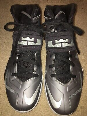 61104ed95518 NIKE ZOOM LEBRON James Soldier VII 7 Grey And Black 599264-004 sz 13 ...