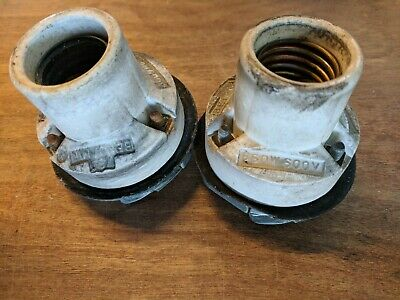(1) VTG Benjamin Porcelain Light Socket for Porcelain Barn Shades (Antique)