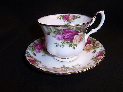 9 ROYAL ALBERT Old Country Roses Cups and Saucers MADE IN ENGLAND