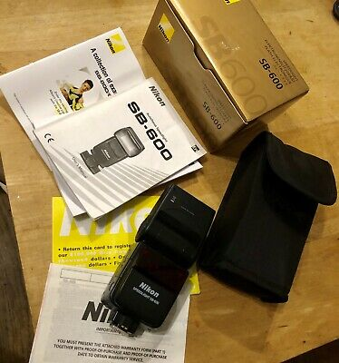 Nikon Speedlight SB-600 Shoe Mount Flash Boxed with pouch and manual DSLR