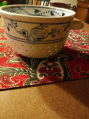 Old blue and white onion design colander very unsual family estate aprox 4 x 7