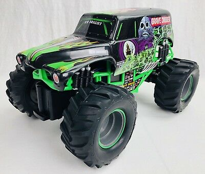 NEW GRAVE DIGGER R/c Monster Jam Truck 1:15 Rc Car New