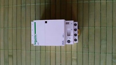 Schneider Electric 400v 20a Contactor 4 n/o A9C22824 220-240 coil supply