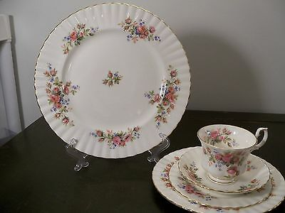 Royal Albert MOSS ROSE Made in England 5 Piece Place Setting