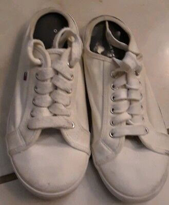 39c3ee376 Tommy Hilfiger White Sneakers Tennis Shoe Vintage Womens Size 6 Keds style