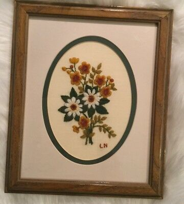 "Vtg Crewel Work Finished Framed Picture Daisies Flowers 9.5"" X 11.5"" 1981 0225"